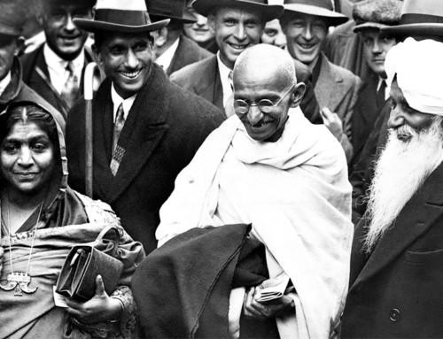 """""""Autobiografia"""" di Mohandas Karamchand Gandhi"""